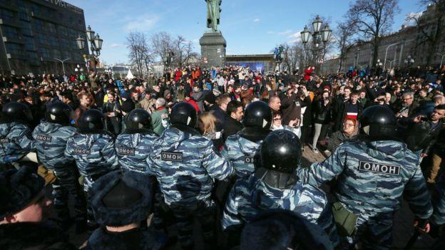 Ресейдің 80-нен астам қаласында өткен наразылық шеруіне онмыңдаған адам қатысқан…