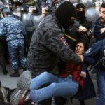 Арменияда оппозиция көшелерді жаба бастады